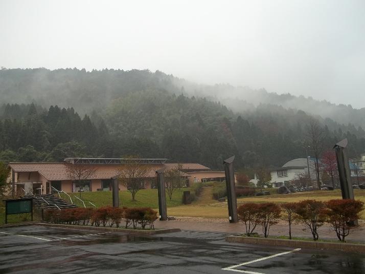 Окутанная горным туманом, мастерская японской бумаги Аоя ждёт своих учеников.
