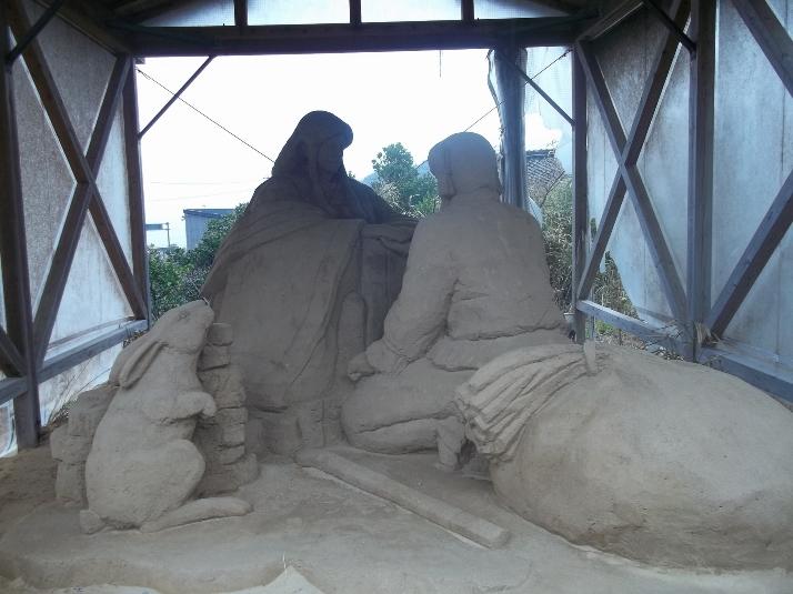 Скульптурная сцена легенды по дороге к синтоистскому храму. Влюблённые принцесса и младший божок счастливо переживают свою первую встречу, а с ними радуется и белый заяц.