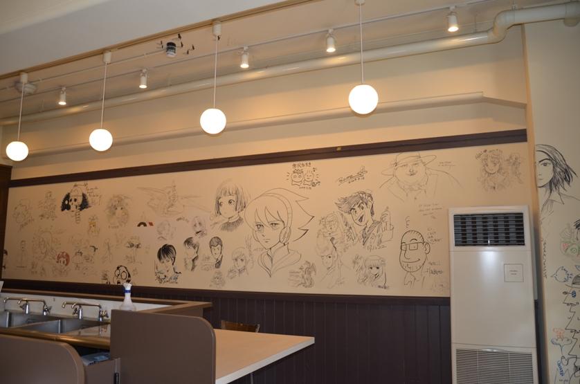 Кафе с автографами мангак © фото Юки Магуро