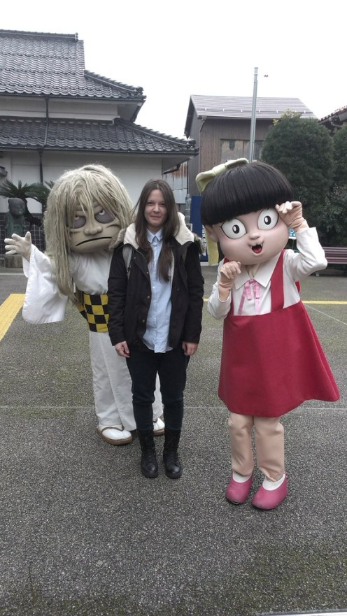 Анастасия вместе с персонажами Нэко Мусумэ (справа) и Сунакакэ Баба