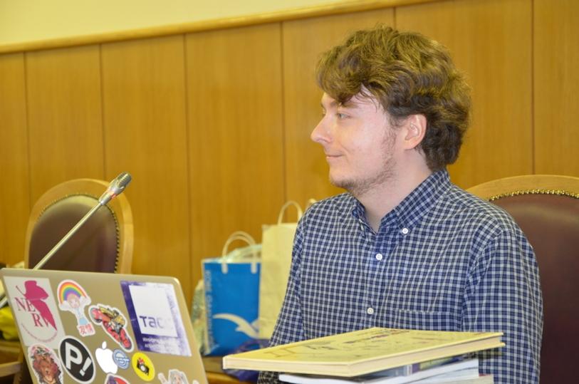 Валерий Корнеев с коллекцией редких книг  © фото Мангалекторий