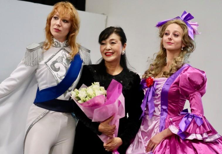 Икэда с Оскар и Марией-Антуанеттой © фото Накаяма Харуми (中山治美)