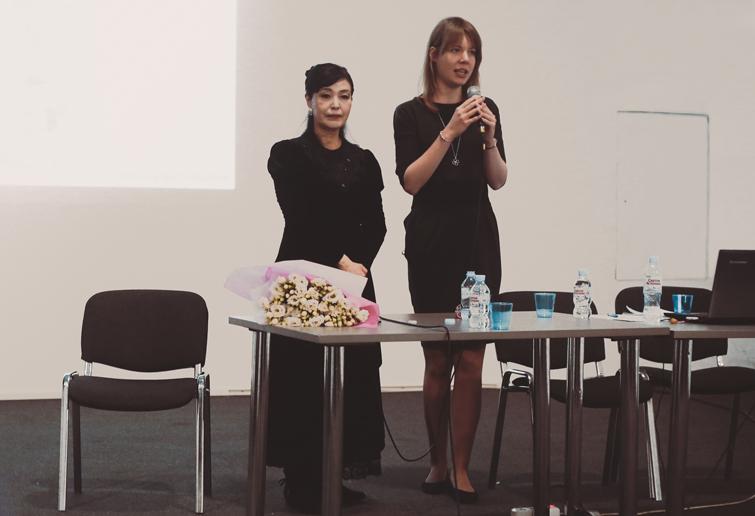 Икэда Риёко с переводчицей Анастасией Пушковой © фото Софья Раскольникова