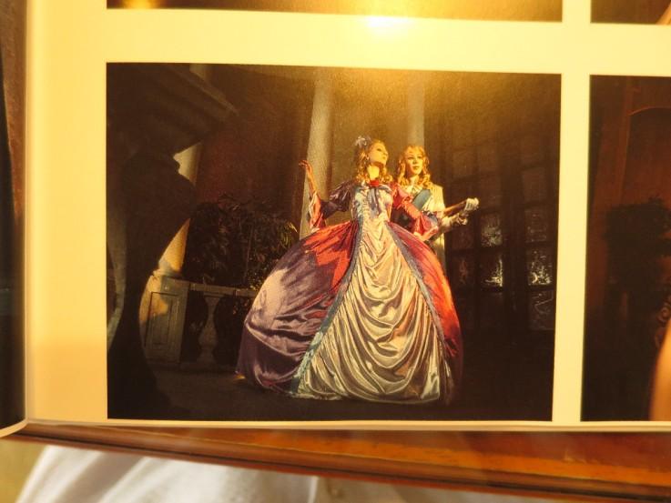 Альбом с фотографиями отечественных косплееров, подаренный художнице © фото из блога Риёко Икэды