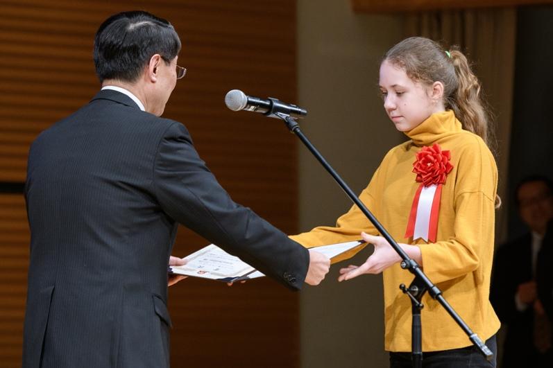 Награждение призера из России Маруси Пазу́хиной